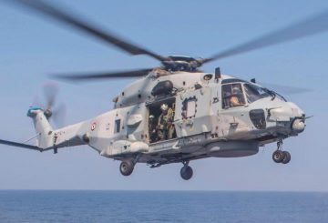 French_Navy_NH90_lands_on_USS_Antietam_(CG-54)_in_the_Bay_of_Bengal_(cropped)