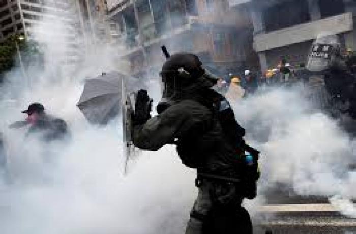 HK_Police-tear_gas