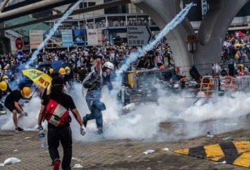 cn-12live-hongkong-teargas-copy-videoSixteenByNine3000-v4