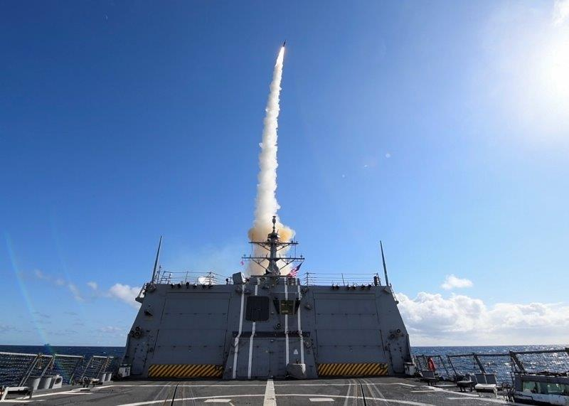 5_Lancio missile SM-3 da parte caccia americano Roosevelt_@US Navy (002)