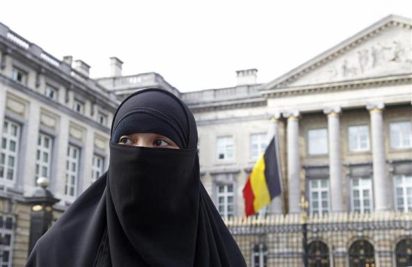 Salma, a 22-year-old French national living in Belgium who chooses to wear the niqab after converting to Islam, gives an interview to Reuters television outside the Belgian Parliament in Brussels April 26, 2010. Belgium's parliament is due to vote on a proposal to ban the wearing of the full veil and the the full outer garment, or burqa, after a Belgian parliamentary committee voted to ban the full Islamic face veil. If ratified, Belgium could be the first country in Europe to enforce such a ban. Photo taken April 26, 2010.   REUTERS/Yves Herman    (BELGIUM - Tags: RELIGION POLITICS)
