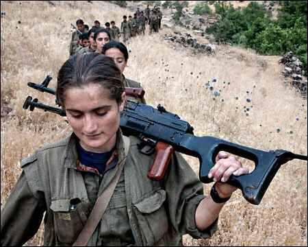 450x360xKurdish-female-PKK-fighters-