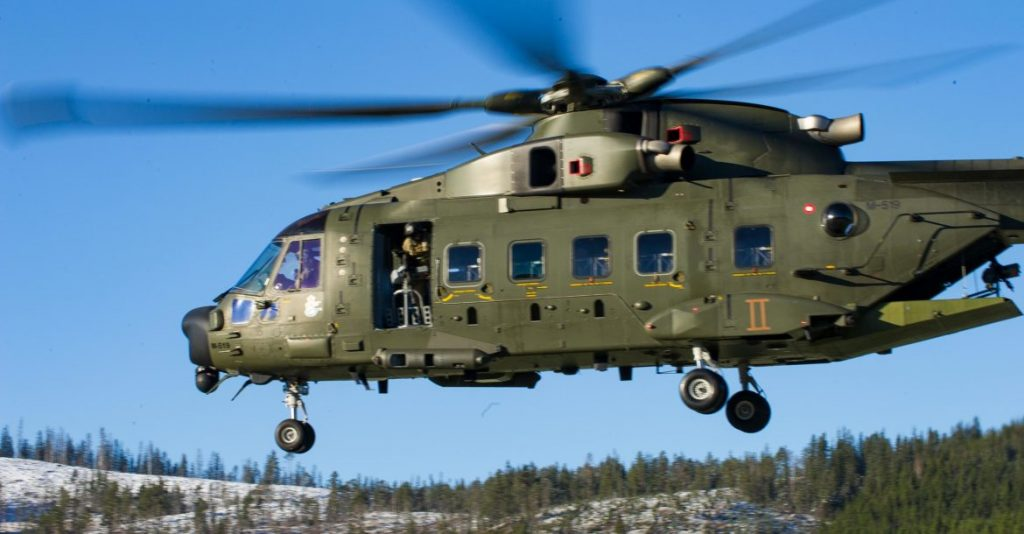 A Danish AW101-Merlin helicopter flies overt Camp Fremo during Exercise TRIDENT JUNCTURE, in Fremo, Norway, on October 28, 2018. Photo: MCpl Pat Blanchard Photographer, 2 Div CA det Saint-Jean SJ04-2018-0350-035 ~ Un hélicoptère AW101-Merlin vole au-dessus du Camp Fremo durant l'exercice TRIDENT JUNCTURE à Fremo, Norvège, le 28 octobre 2018. Photo: MCpl Pat Blanchard Photographer, 2 Div CA det Saint-Jean SJ04-2018-0350-035