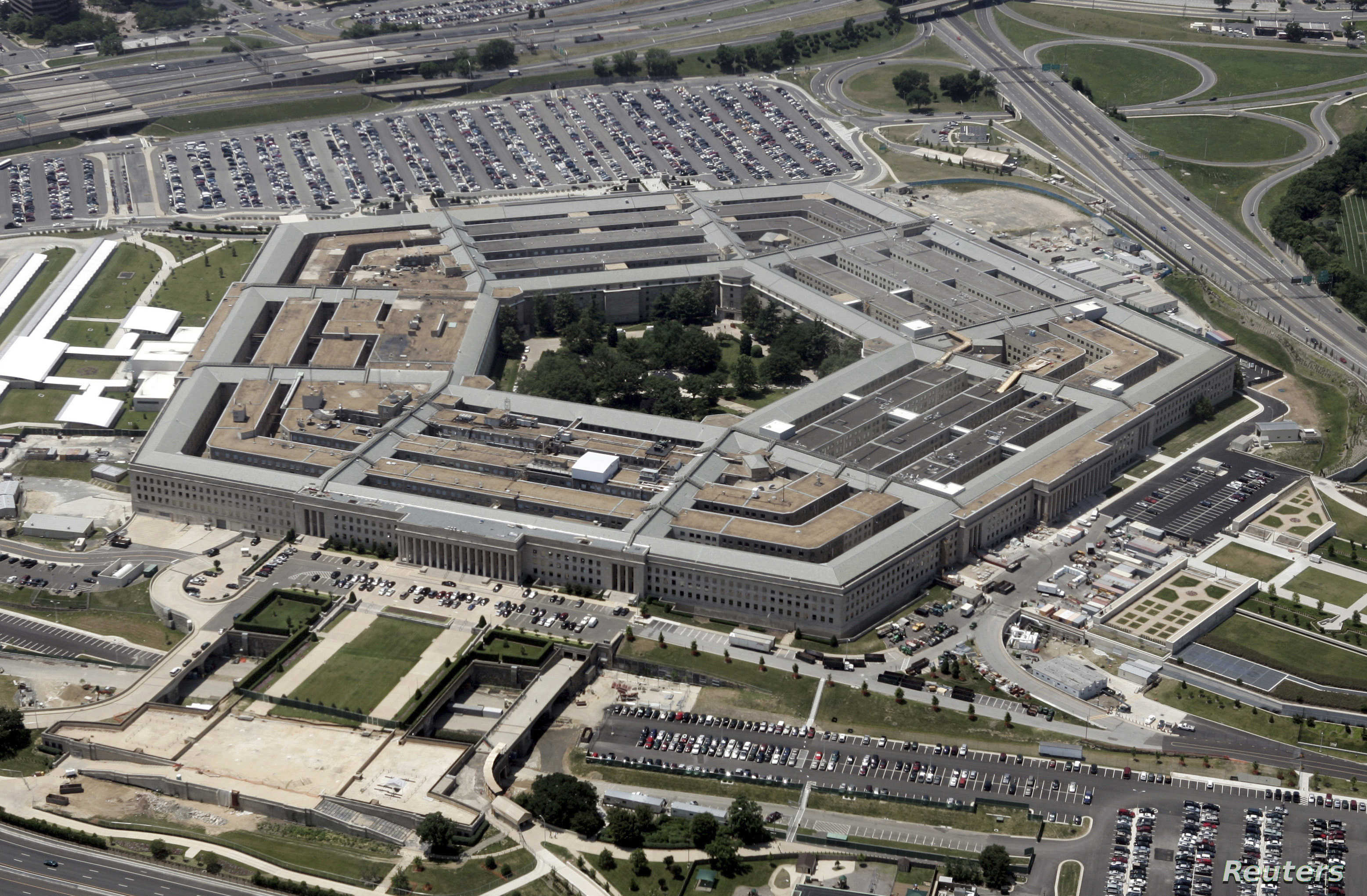An aerial view of the Pentagon building in Washington, June 15, 2005. [U.S. Defense Secretary Donald Rumsfeld defended the Guantanamo prison against critics who want it closed by saying U.S. taxpayers have a big financial stake in it and no other facility could replace it at a Pentagon briefing on Tuesday.] - RTXNK0I