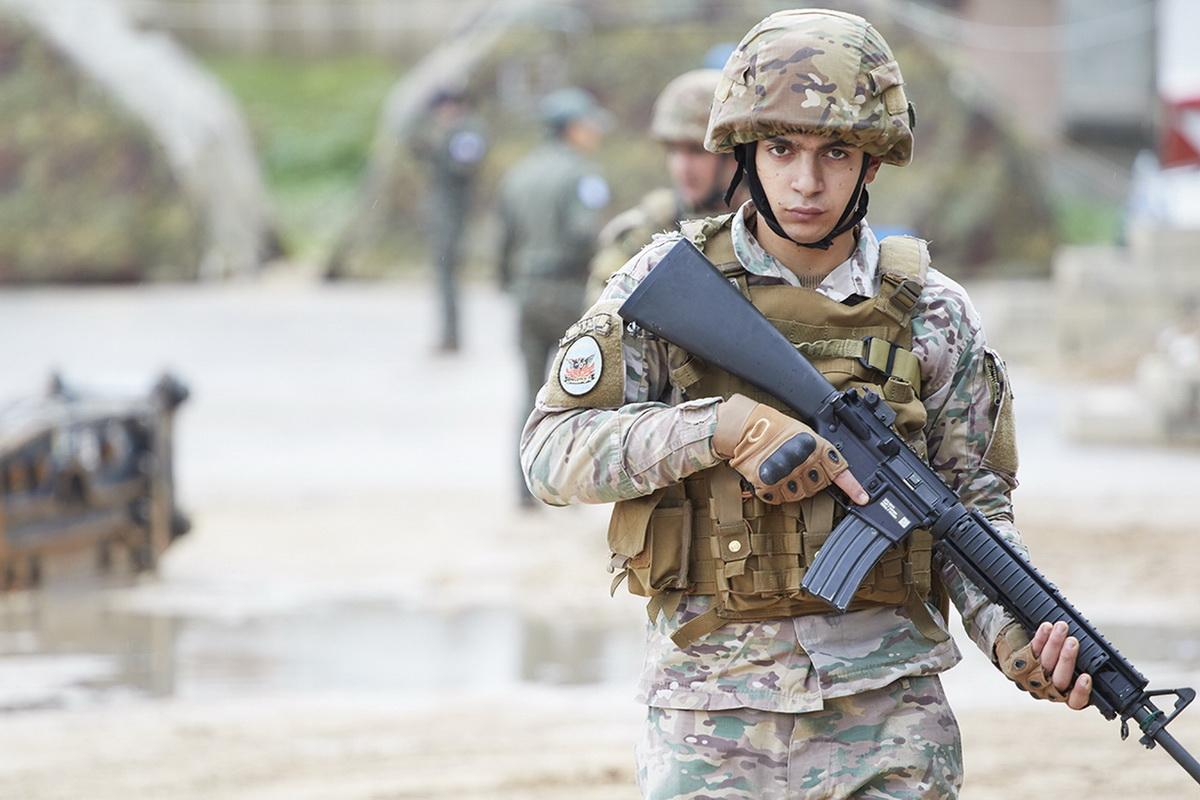 6 soldato libanese durante il training di pattugliamento (002)