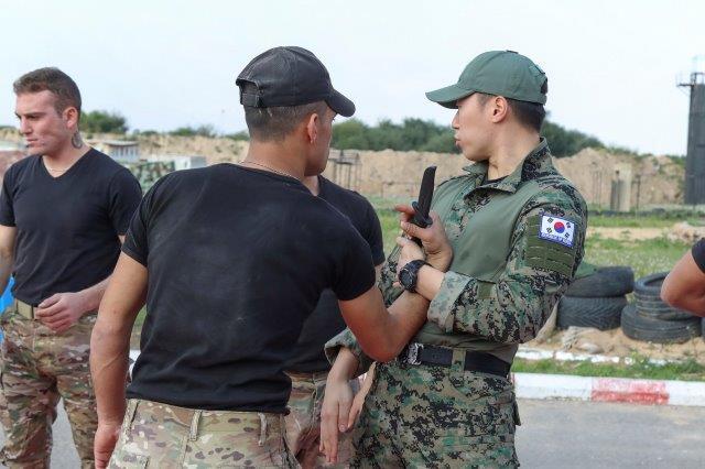 8 esercizi di difesa da arma bianca (002)