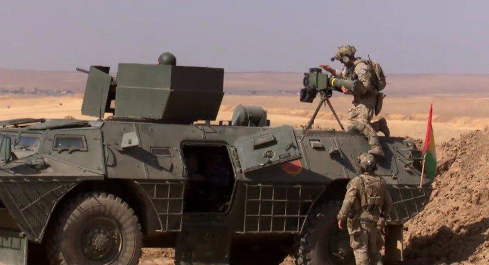Consiglieri militari occidentali con curdi a Mosul
