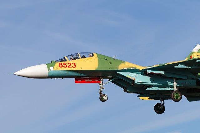9_Su-27UBK_Vietnam_Wikipedia (002)