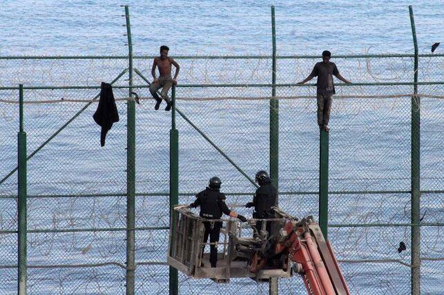 Miembros-valla-Ceuta-Marruecos-fronteriza_EDIIMA20190830_0213_27