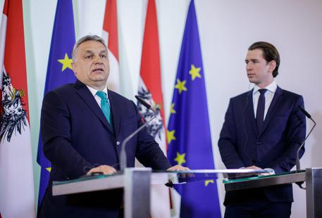 epa06485919 Austrian Chancellor Sebastian Kurz (R) and Hungarian Prime Minister Viktor Orban (L) at a press conference after their meeting in Vienna, Austria, 30 January 2018. Orban is on a visit to Austria to meet with main politicians from the ruling parties' coalition.  EPA/LISI NIESNER