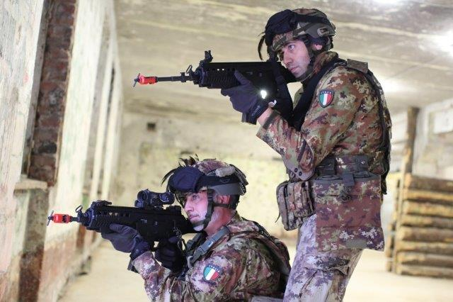 12.Fase di difesa dell'edificio (002)