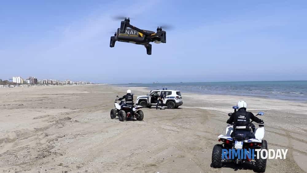 controlli con drone in spiaggia Polizia Locale 8