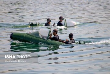 IRGC-Navy-boats-3