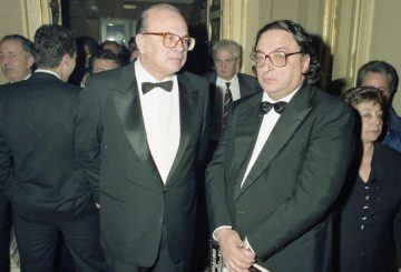 Bettino Craxi e Gianni De Michelis al Teatro La Scala di Milano, Italia, 7 dicembre 1990. ANSA/OLDPIX