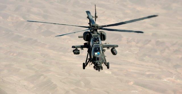 01 elicottero A-129 'Mangusta' in volo
