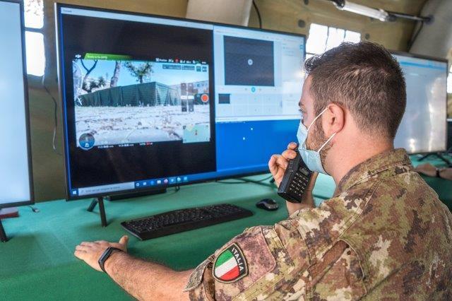 5. Operatore del Reparto Sicurezza Cibernetica durante l'esercitazione (002)