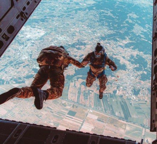 foto 4 Uscita dal velivolo con la tecnica della caduta libera (003)