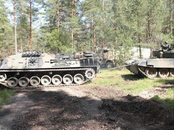 3404f89f-79f4-442a-b1f3-c90d5632c4ecmissione in lettonia leopard soccorso recupera carro armato polaccoMedium