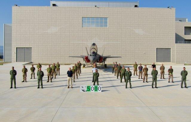 F35A_traguardo5000 ore di volo_foto di gruppo