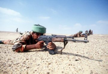 egyptian-soldiers-armed-with-soviet-designed-akm-assault-rifles-maintain-a-4da961-1600