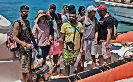 Clandestini e trafficanti in festa: lo Stato italiano non c'è più