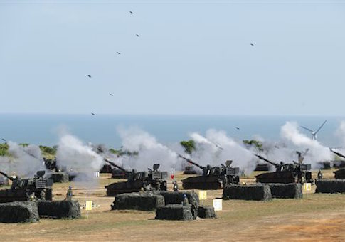 Taiwan's military fire artillery from M109 self-propelled Howitzers during the annual Han Kuang exercises in Hsinchu, north eastern Taiwan, Thursday, Sept. 10, 2015. Taiwan's military is simulating attacks by political rival China this week, despite an overall warming of ties, after Beijing staged what appeared to be a strike against the presidential office in Taipei. (AP Photo/Wally Santana)
