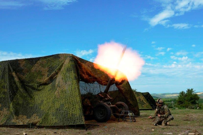 1. Mortaio da 120 mm Thomson duarante esercitazione
