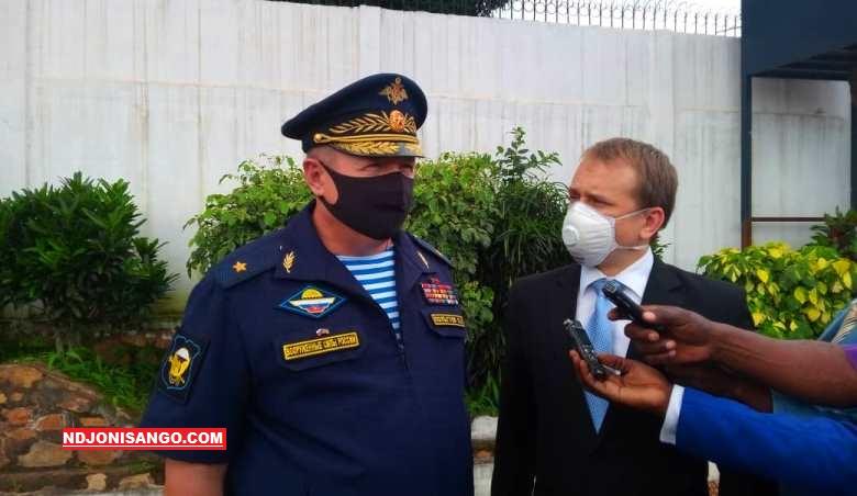 Le-Conseiller-au-ministère-russe-de-la-Défense-le-Général-Oleg-Polguev-et-son-interprête-au-palais-présidentiel-à-Bangui-@photo-Erick-Ngaba