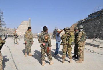 02 militari italiani e afghani presso la diga di Salma (2)