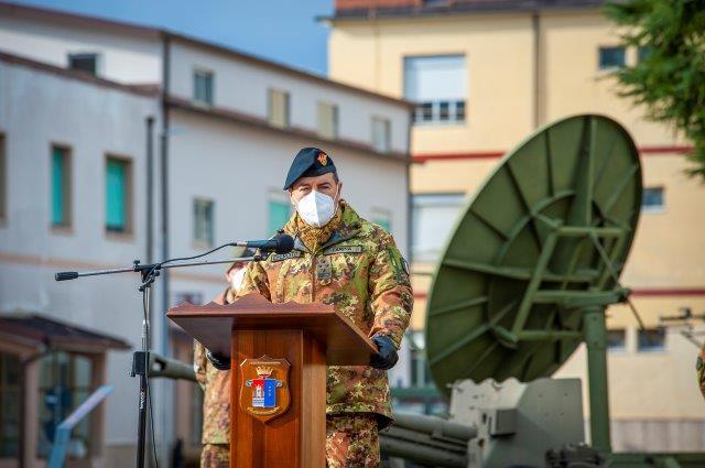 Il Generale Farina saluta il personale del 232 Reggimento trasmissioni (002)