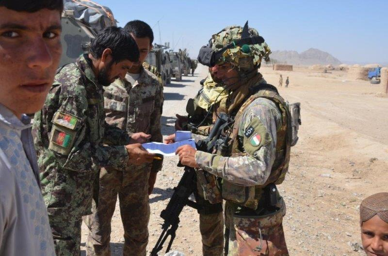 Pattuglia mista polizia afgana e alpini del 2 reggimento R