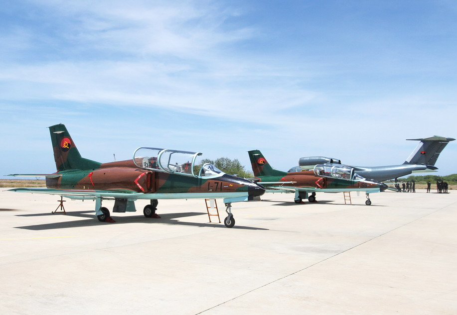 Angolan_Air_Force_K-8Ws_Angop