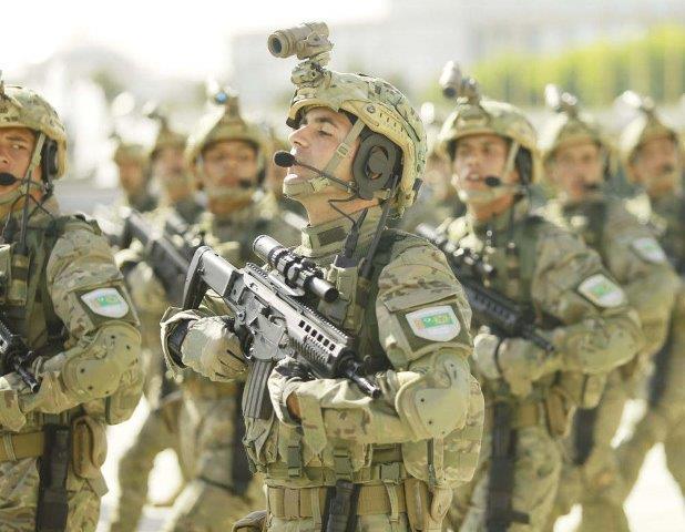 Turkmenistan soldier Beretta ARX 160