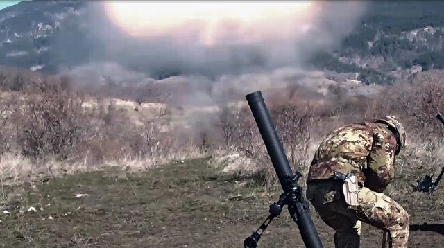 07-fuoco con mortaio da 81mm (002)