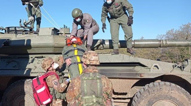 4. Addestramento di estrazione del ferito dal veicolo