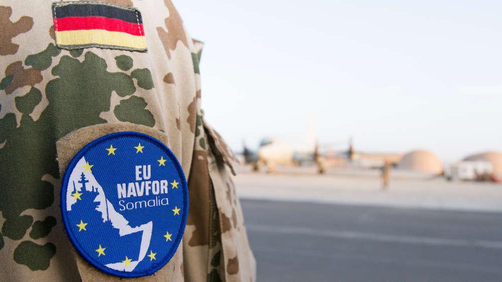Ein deutscher Soldat der Einsatzgruppe P-3C Orion auf dem Flugfeld der französischen Base Arienne im Rahmen des deutschen Einsatzkontingents Atalanta im ostafrikanischen Dschibuti, am 20.10.2014.
