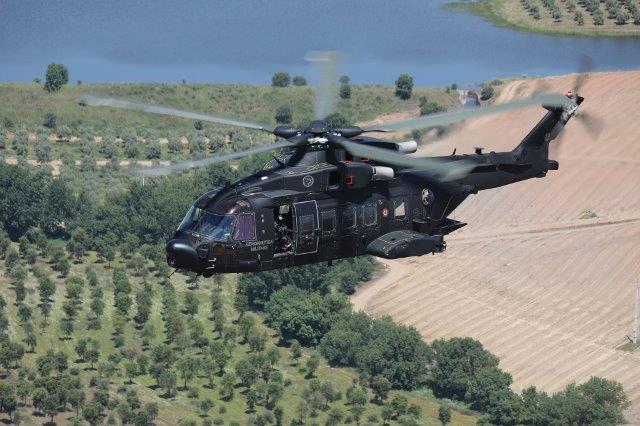 Elicottero HH101 in volo addestrativo
