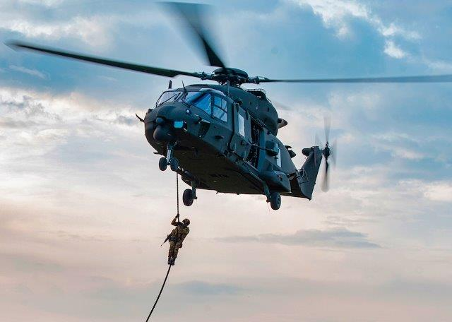 Foto 3 Elicottero UH-90 (002)