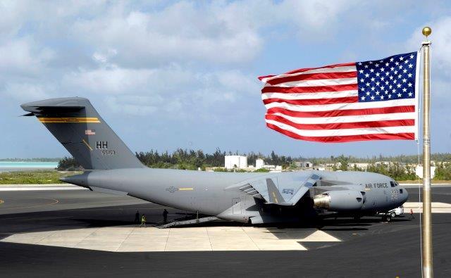 C-17_Globemaster_III_at_Wake_Island_Airfield