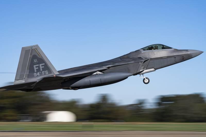 USAF_deploys_Raptors_to_Guam1