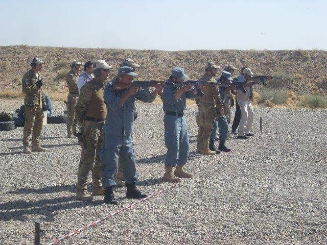 04 un momento di una lezione pratica (lezioni di tiro in poligono)