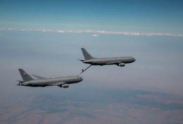 Primo rifornimento in volo per il KC-46 giapponese (002)